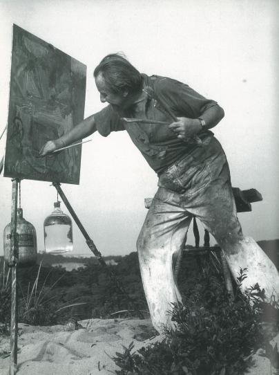 Hans_Hofmann_painting_in_the_dunes